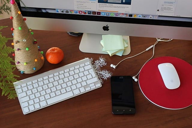4 Tips for Keeping Your Work Desk Neat and Organized