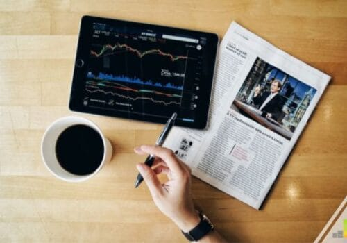 Stock trading apps make it easy to invest with little money. Our Robinhood review shares why their no-fee approach can be a good way to build wealth.